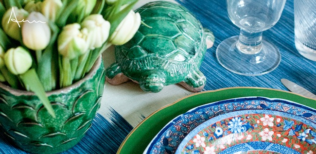 Aerin-Lauder-Green-and-Blue-Tablesetting-via-DiCorcia-Interior-Design