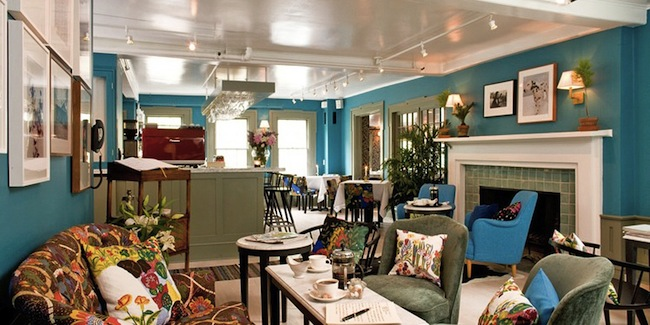 c/o-The-Maidstone-Inn-Dog-Friendly-Hotel-East-Hamptons-The-Living-Room-Restaurant-Via-DiCorcia-Interior-Design